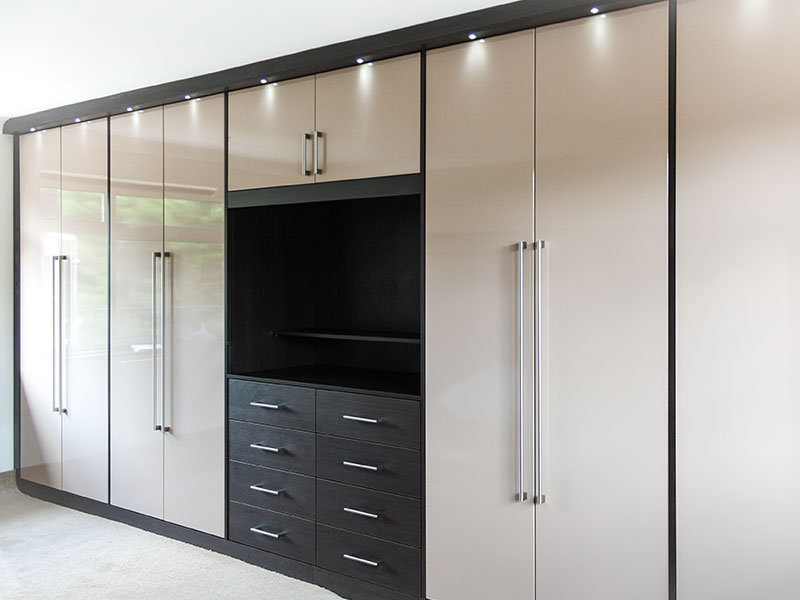 Your guide to buying a wardrobe – Harmons Furniture